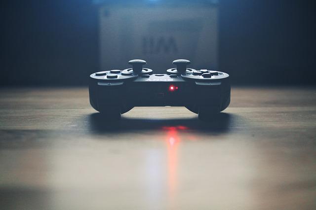 video-controller-336657_640